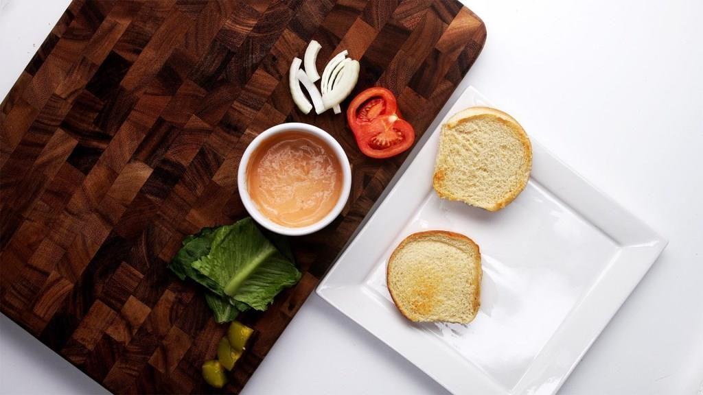 【動画】60秒で分かる簡単料理!とろけるマッシュルームチーズバーガーの作り方!